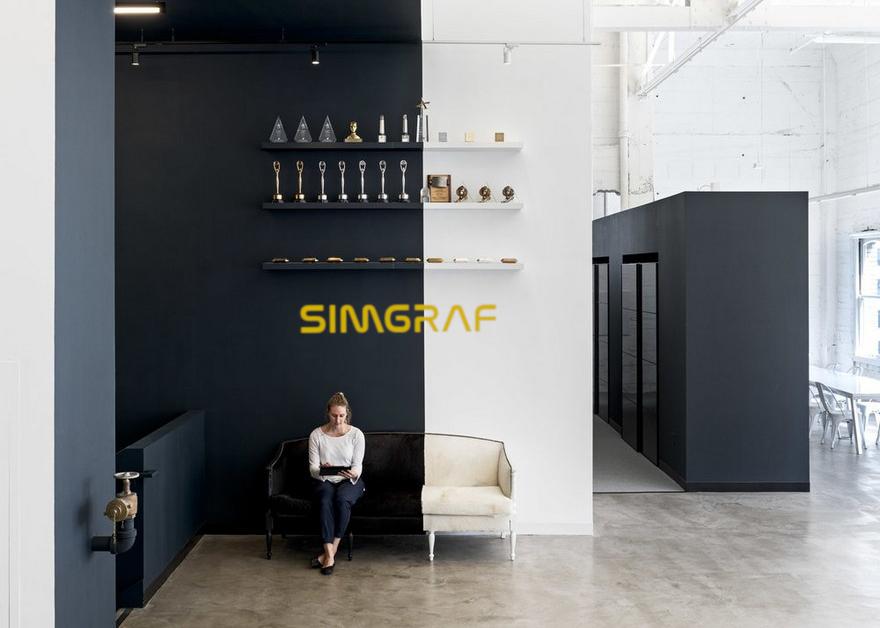 Reklama SIMGRAF naniesiona na ścianę.
